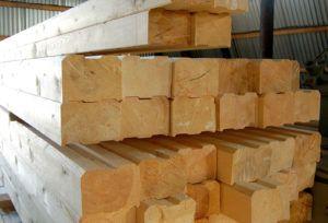 Брус из массива древесины