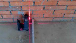 уровень стена