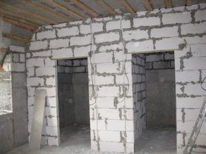 Кладка стен с применением пеноблоков