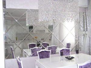 Установка зеркальных панелей на стену