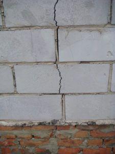 трещина стена