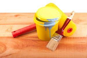 чем покрасить деревянные стены
