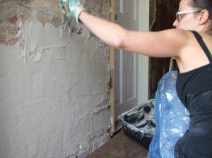 штукатрить стену