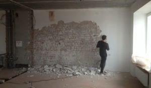 стена отбита