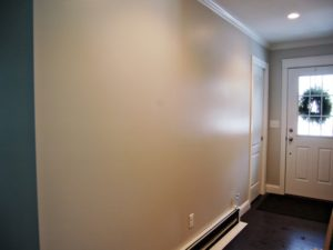 Стена с глянцевой поверхностью