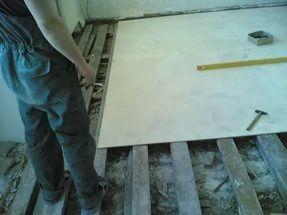 Стандартному листу фанеры можно самостоятельно придать нужную форму.