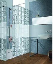 Душевая кабинка из стеклоблоков – светлое и удобное сооружение.