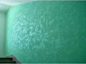 Стены в перламутровых тонах.