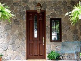 Декоративная штукатурка под камень – покрытие, отличающееся особой привлекательностью и создающее впечатление надежности постройки