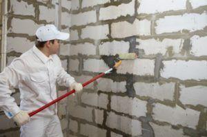 Пример грунтовки стены
