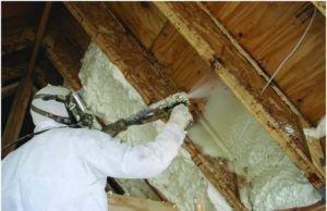 Монтажная пена для утепления стен подается на поверхность при помощи специального аппарата, этот способ более экономичен и эффективен по сравнению с обычной пеной в баллонах со сжатым воздухом.