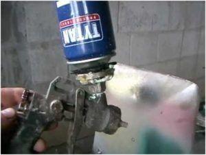 Перед нанесением пены на стену следует протестировать степень подачи материала и отрегулировать интенсивность