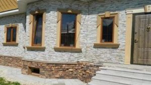 Обшивка фасада панелями не только украшает наружные стены дома, но и является их надежной и эффективной защитой от разрушительного воздействия окружающей среды.
