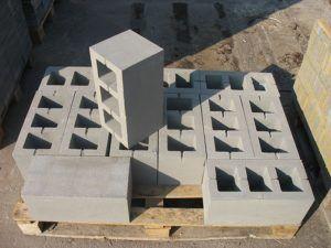 Поставку стеновых блоков осуществляют на поддонах