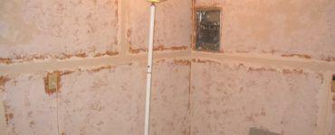 Качественная шпаклевка сделает поверхность плит полностью подготовленной к нанесению любого финишного покрытия.
