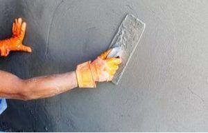 После нанесения штукатурки на поверхности остается большое количество мелких трещин и пустот, которые с успехом заполняет качественная шпаклевка.