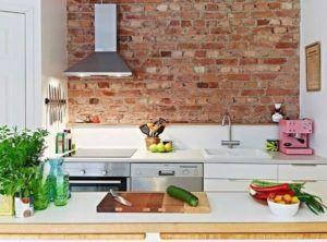 Кирпичная кладка для оформления рабочей зоны кухни