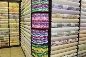Ассортимент продукции в обойном магазине