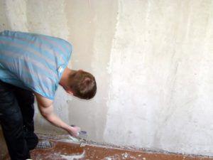 Предварительное шпаклевание перед оклейкой стен