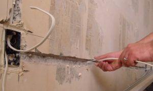 Укладка электропроводки в штробы
