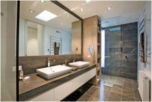 Изящно оформленная разными материалами ванная