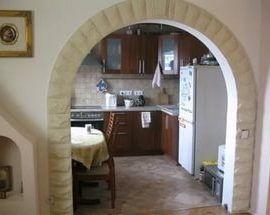 Резка стен – неотъемлемая часть присоединения балконов и лоджий, объединения прихожих и гостиных, маленьких кухонь и столовых.
