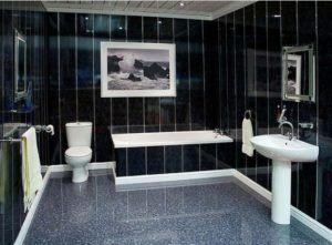 Черно-белый интерьер ванной с плитами ПВХ