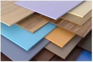 На реализацию стеновые панели МДФ поступают с уже готовым покрытием и по тому удачно вписываются в любой интерьер.