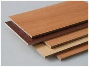 Для придания большей прочности плиту МДФ прессуют, а в качестве дополнительной обработки наклеивают на ее поверхность меламиновую пленку, имитирующую структуру натурального дерева.
