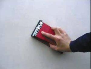Использование мелкозернистой наждачной бумаги