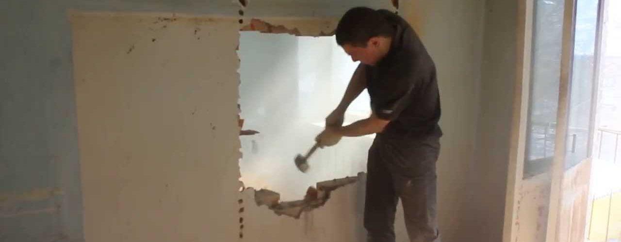 Демонтаж стены из гипсокартона