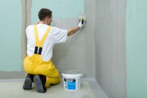 покрыть стены гидроизоляцией