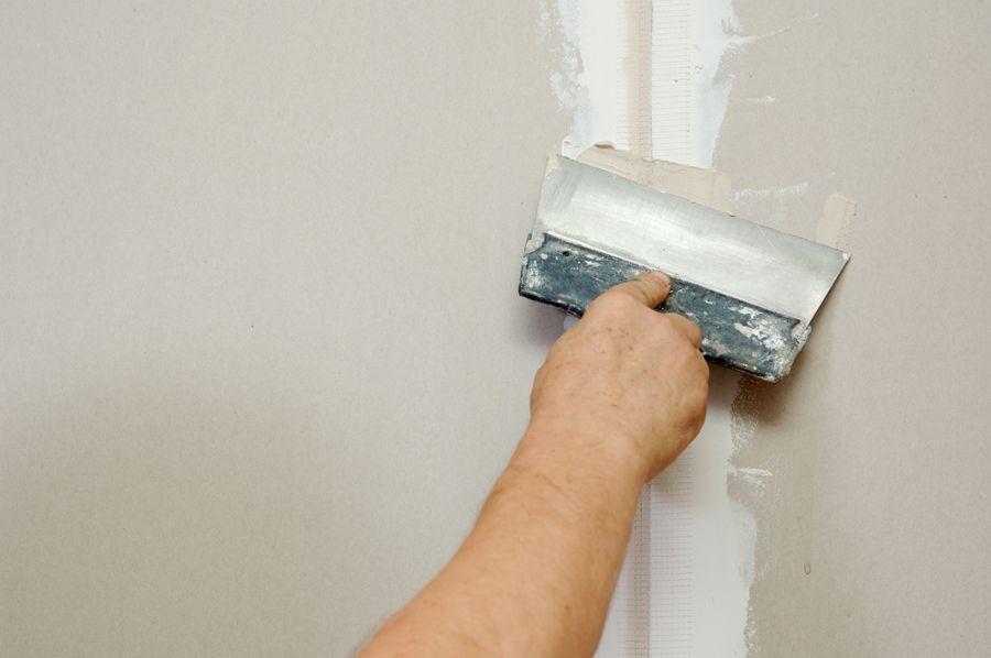 Шпаклевка под обои: рейтинг лучшиз замазок для выравнивания стен
