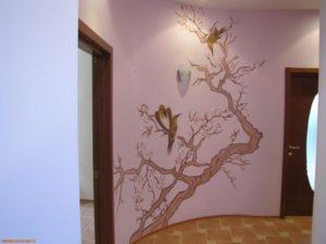 Декоративная отделка стен в коридоре