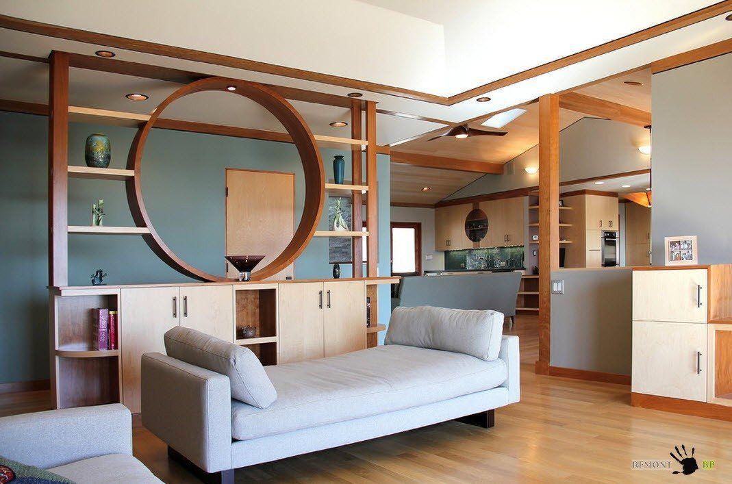 Монтаж стеллажа-перегородки в комнате