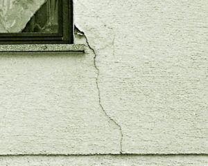 Причины трещин на штукатурке