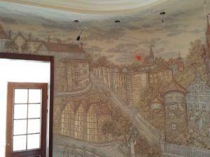 Процедура поклейки фрески на стену