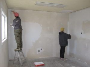 Шпаклевка стен под плитку