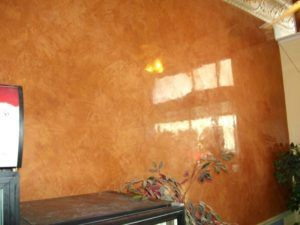 мрамор на стене