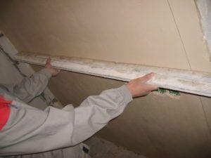 Поклейка обоев на бетонные стены