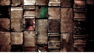 Как скрыть неровности стен обоями