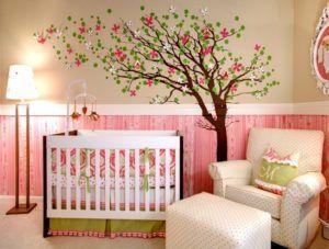 Для оформления комнаты для девочки хорошим выбором станет розовая палитра.