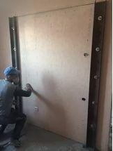 Созданием такой опоры занимаются еще до начала основных работ, включающих резку бетонных стен.