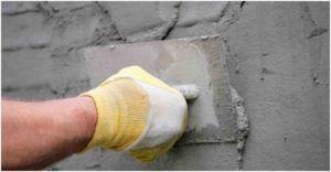 Последний из нескольких слоев грунта можно нанести с помощью кельмы.