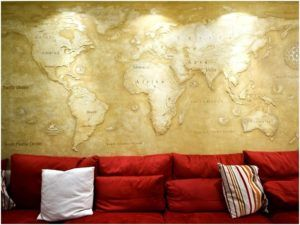 Декоративная «карта мира» на оштукатуренной стене
