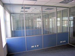 Комбинированная конструкция из стекла и пластика