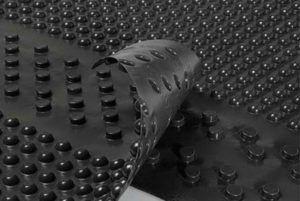 Гидроизоляционная полимерная мембрана достаточно долговечна (до 50 лет), устойчива к окислению и гниению, не подвержена коррозии