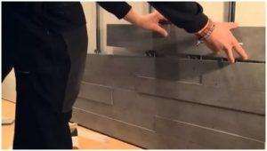 Фиксация панелей осуществляется с помощью специальных крепежных элементов.