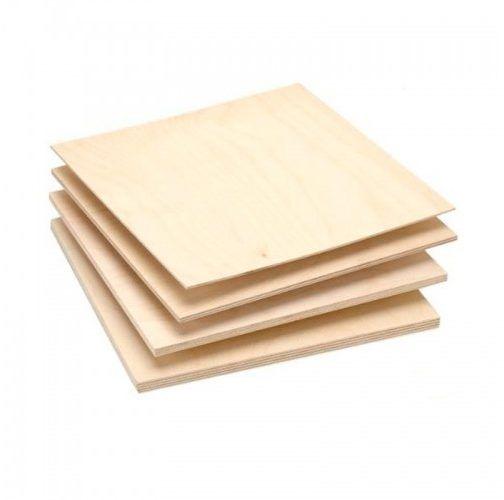 Фанера – недорогой и удобный в применении материал, но за счет своих особенностей требует обязательной обработки грунтовкой и шпаклевкой перед оклейкой обоев
