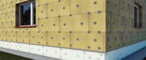 Утеплитель, закрепленный грибками на внешней стене